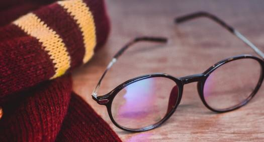 scarf-and-eyeglasses-on-the-table-3151954 (1)